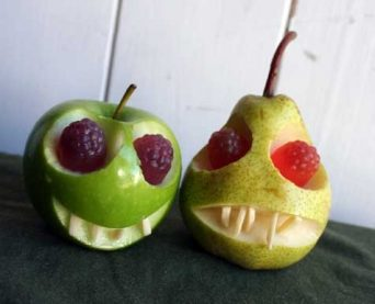skin-owl-healthy-halloween-snack-apple-pear-skull